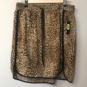 Chaus leopard print skirt size med. NWT